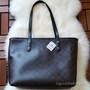 Coach Bags - COACH SIGNATURE CITY ZIP TOTE